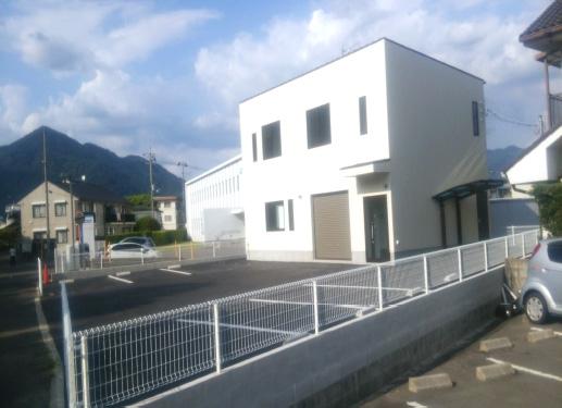 新築事務所兼倉庫2階建て工事施工後画像